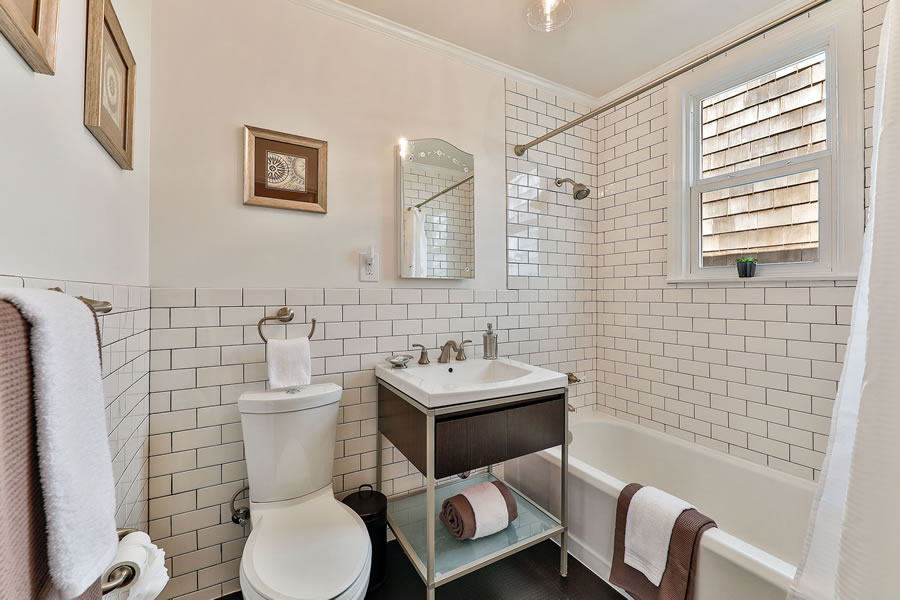 745 Lakeview Avenue Bathroom