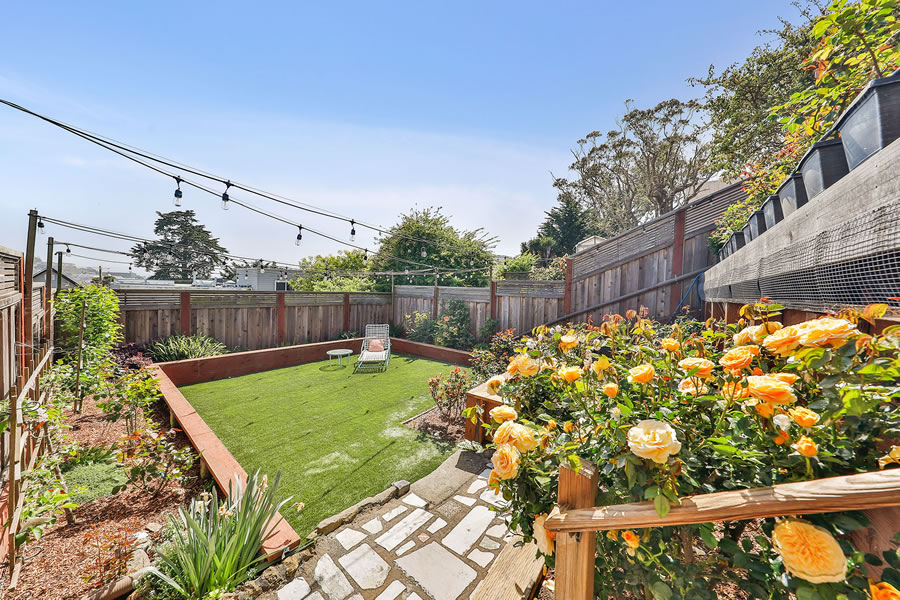 745 Lakeview Avenue Roses