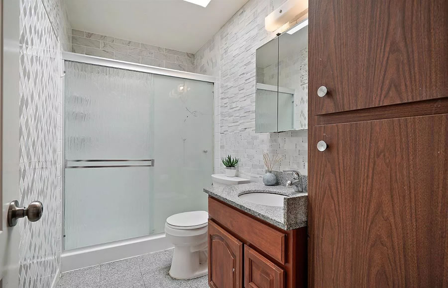 738 Banks Street - Bathroom