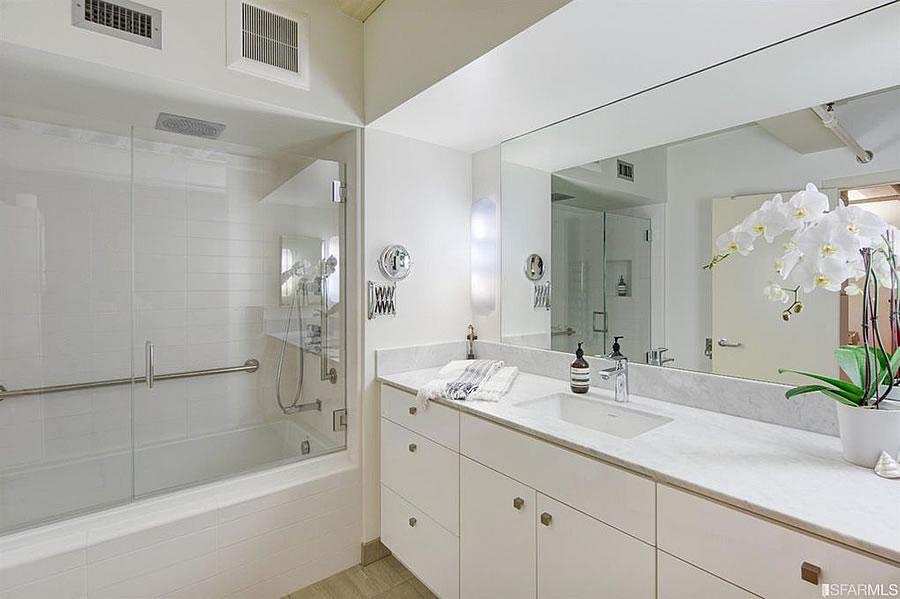 650 Delancey #218 Bathroom