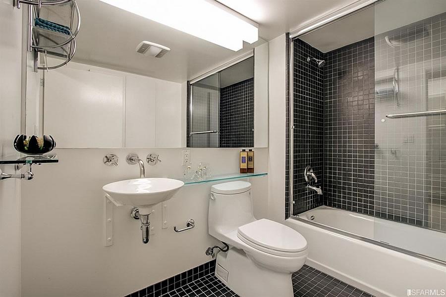 855 Folsom #523 Bathroom