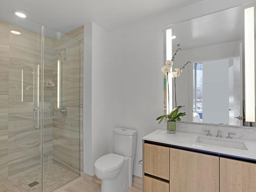 333 Beale #C8J Bathroom