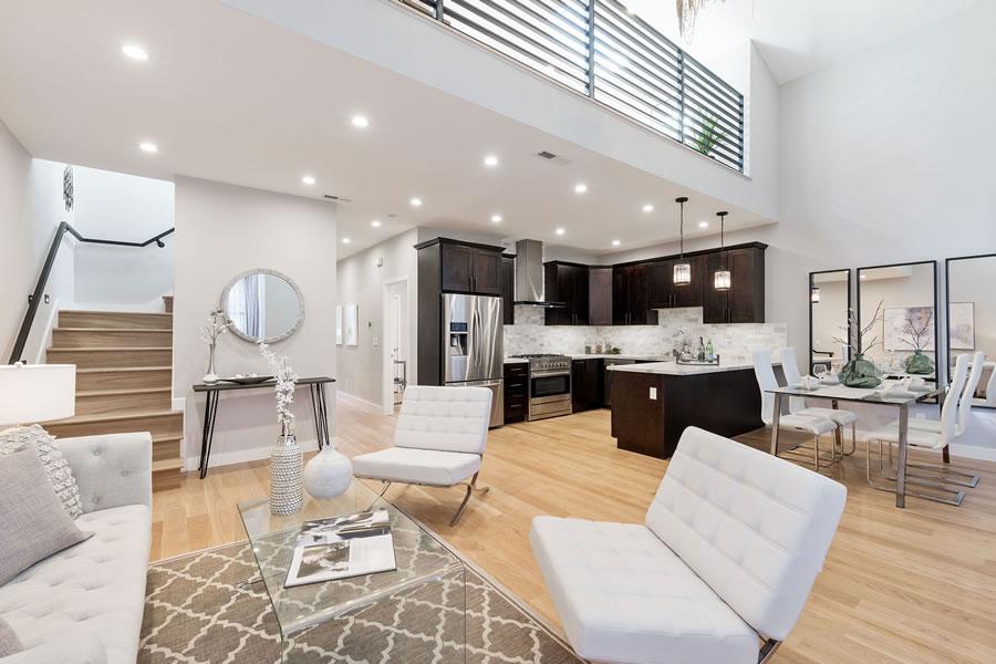 1683 Newcomb Avenue - Living