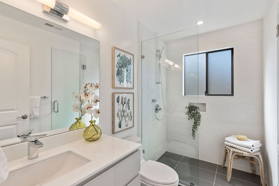 1683 Newcomb Avenue - Main Bath