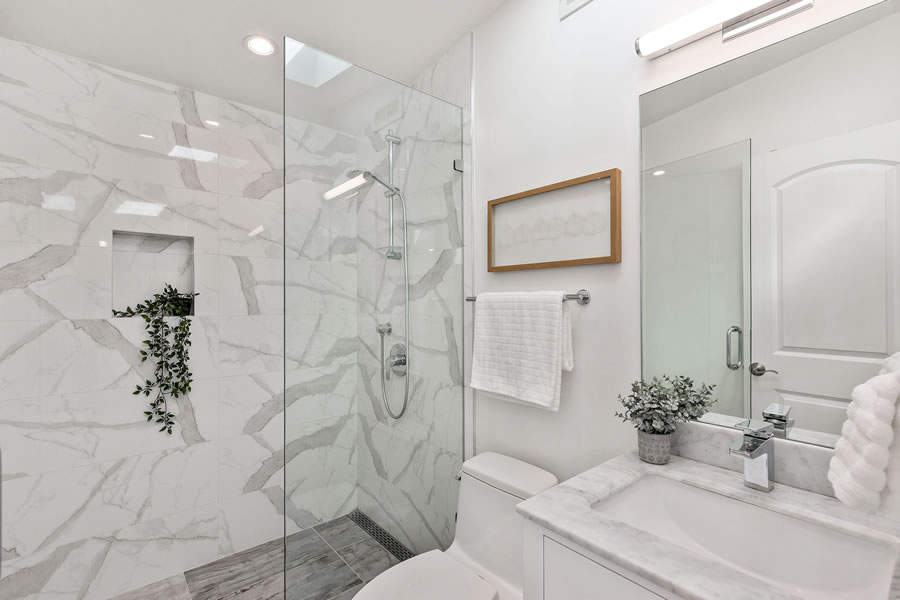 1683 Newcomb Avenue - Third Floor Bath