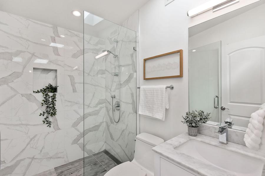 1683 Newcomb Avenue - Third Floor Bath