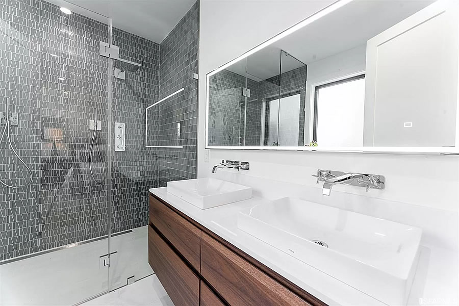 1160 Florida Street - Bath