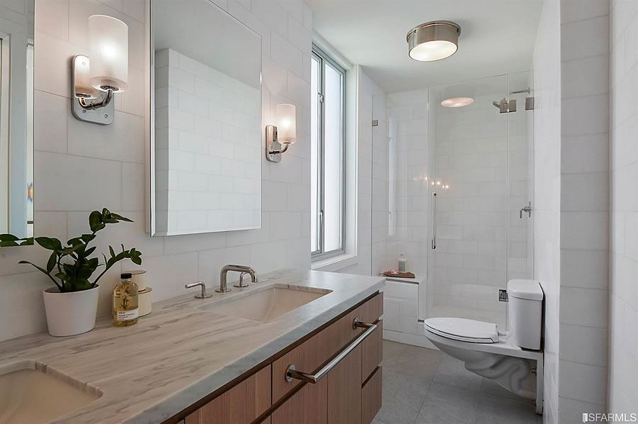 2200 Pacific Avenue - Bath