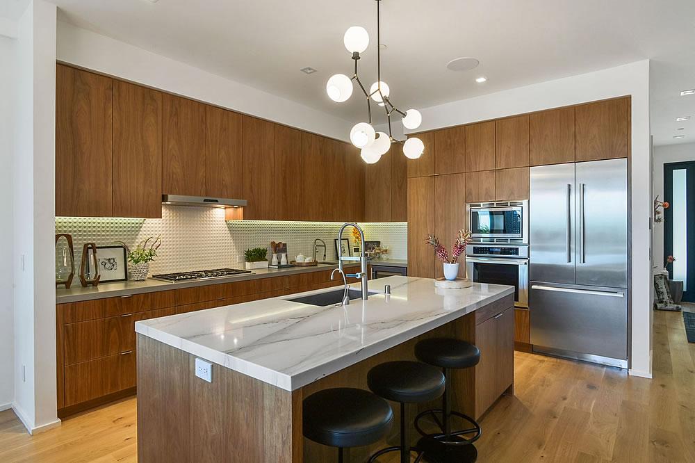 4326 Cesar Chavez - Kitchen