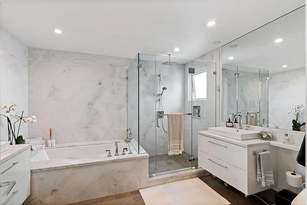 663 Marina Blvd 2020 - Master Bath