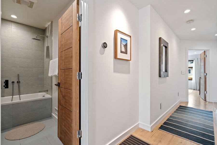 136 Bradford 2020 - Bathroom