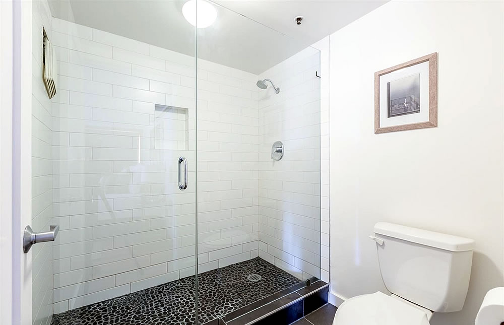380 10th Street #28 - Shower
