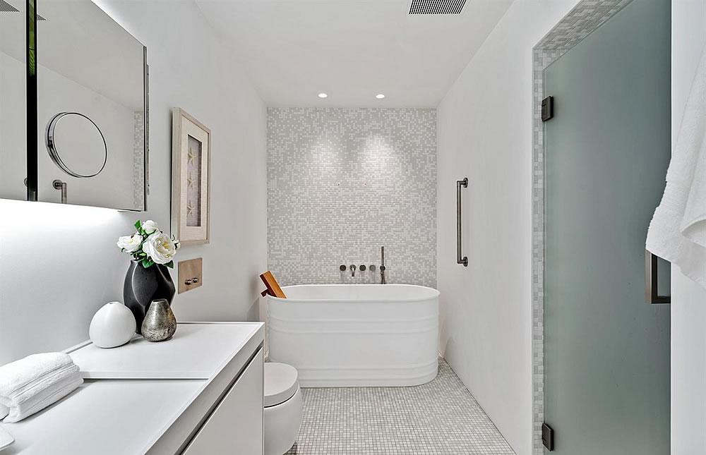 845 Montgomery Unit C - Bathroom