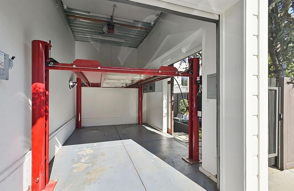 389 27th Street Garage