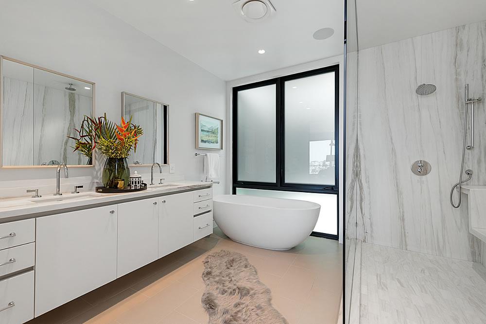 645 Duncan 2021 - Bathroom