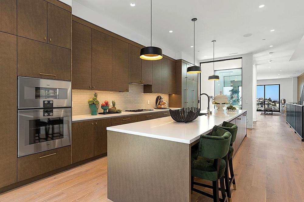 645 Duncan 2021 - Kitchen