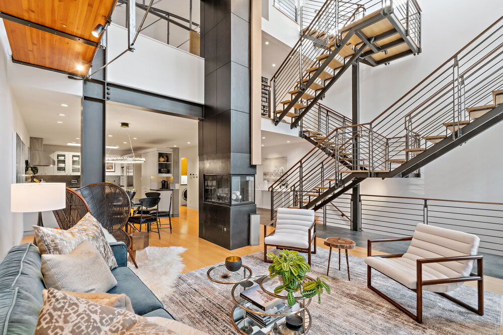 Modernist Architectural Masterpiece Fetches $1,381 Per Foot