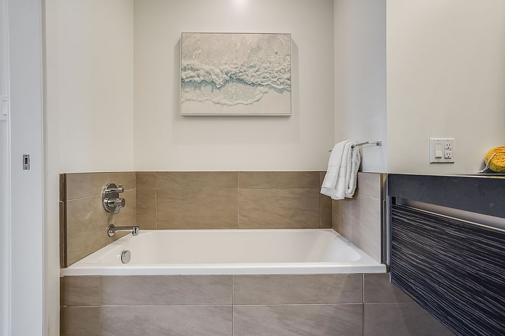 1650 Broadway #506 - Bath